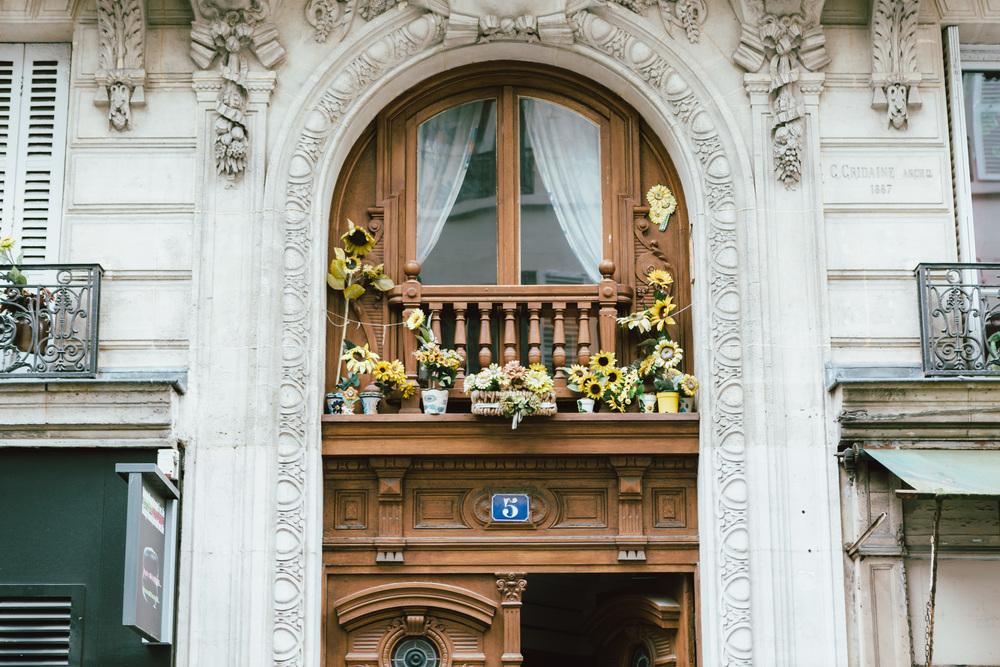 Photographer in Paris, Montmartre, Lovestory, parisian doors, iheartparisfr
