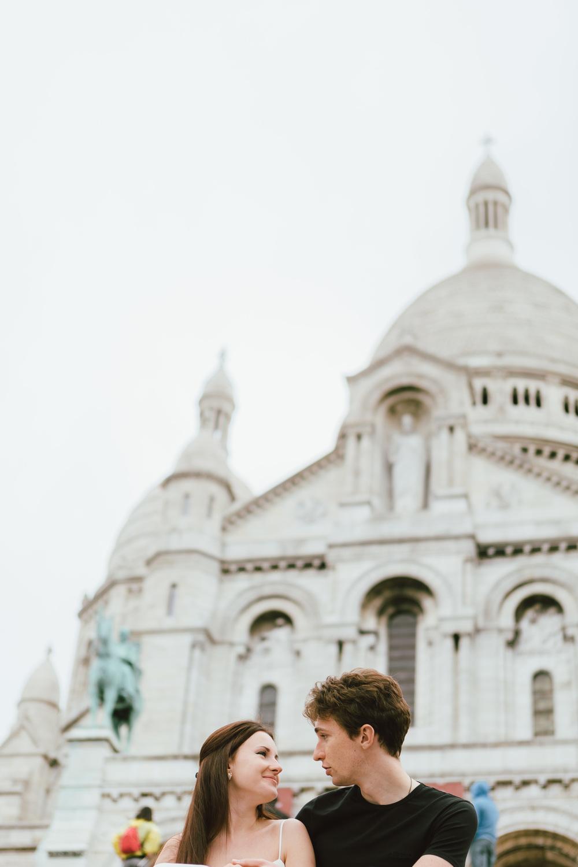 Paris-Photographer-Montmartre-Lovestory-cafe-iheartparisfr.jpg