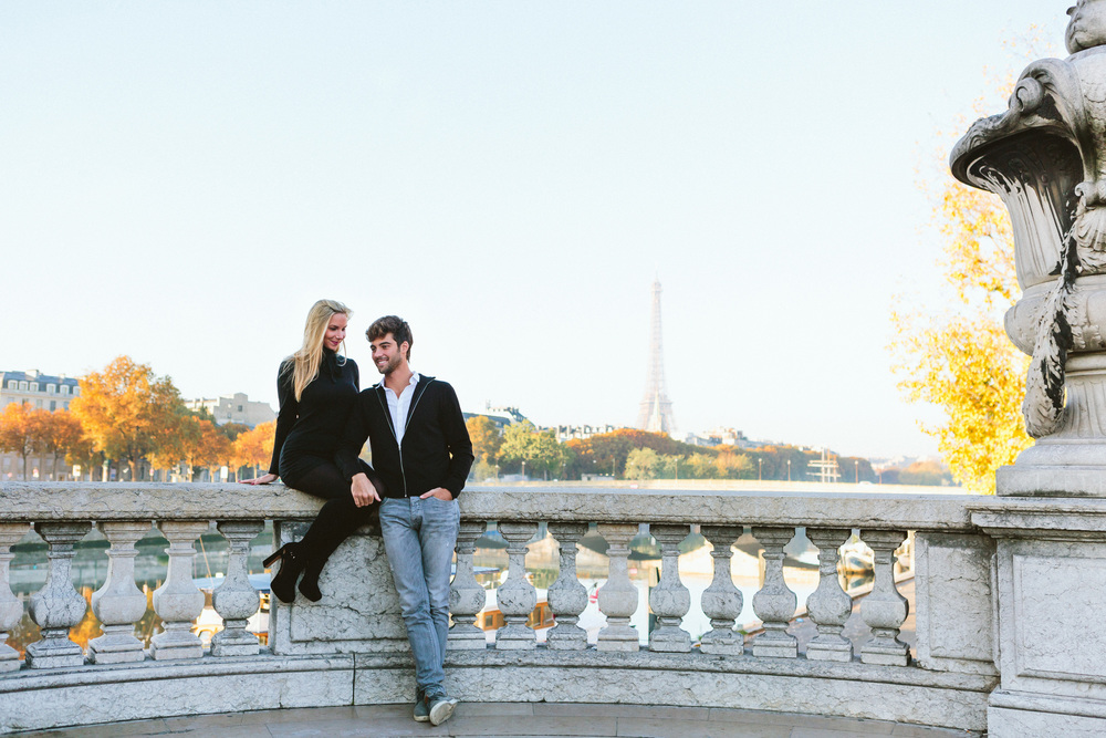 Paris Photographer Lovestory Eiffel Tower Autumn Pont Alexandre III