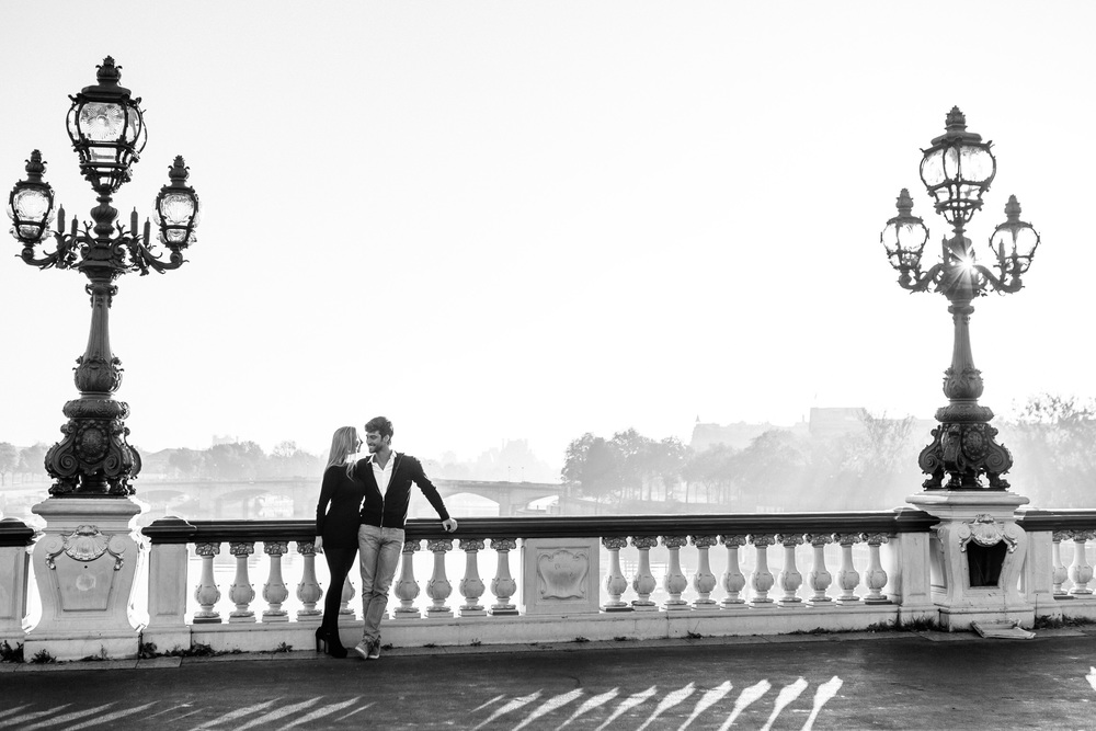 Paris Photographer Lovestory Autumn sunrise Pont Alexandre III