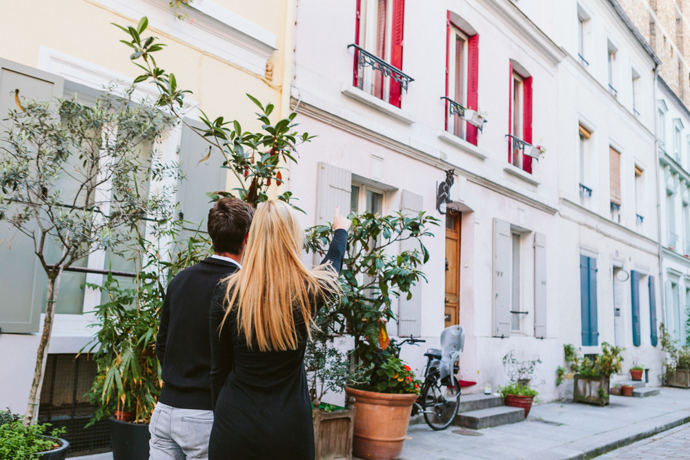Paris Photographer Lovestory rue cremieux Paris Photographer rue cremieux street love story