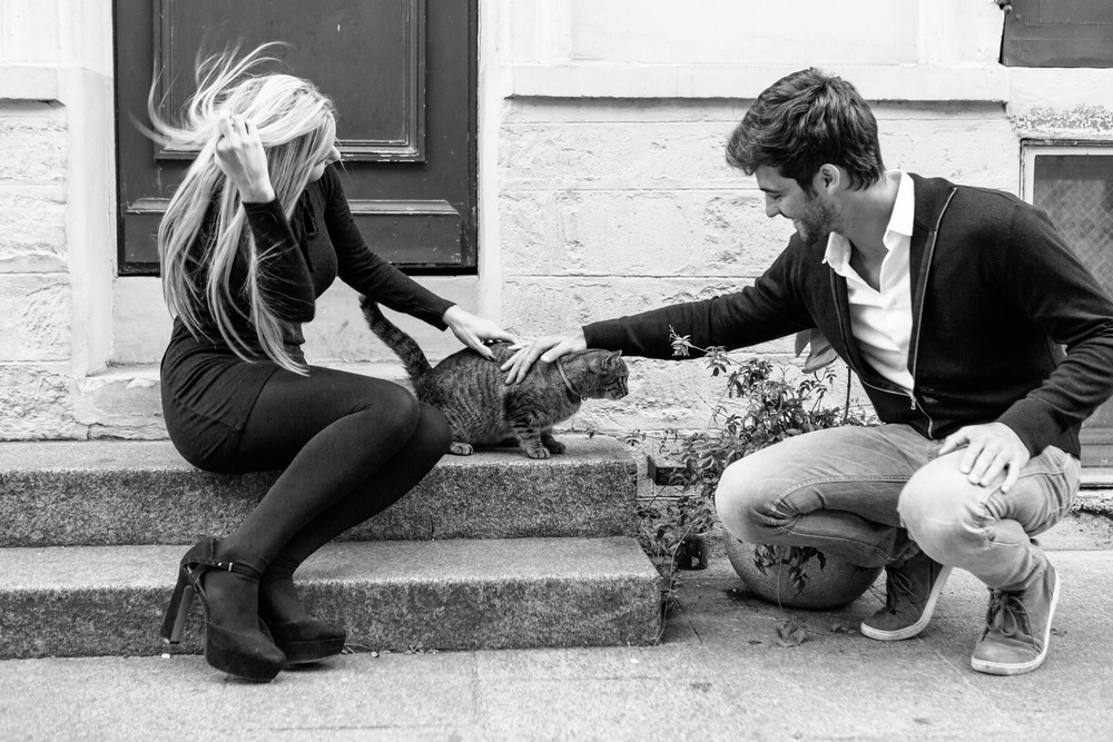 Paris Photographer Lovestory rue cremieux Paris Photographer rue cremieux street cat love story