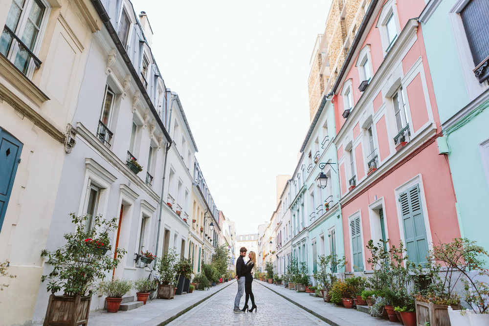 Paris Photographer Lovestory rue cremieux Paris Photographer rue cremieux love story street