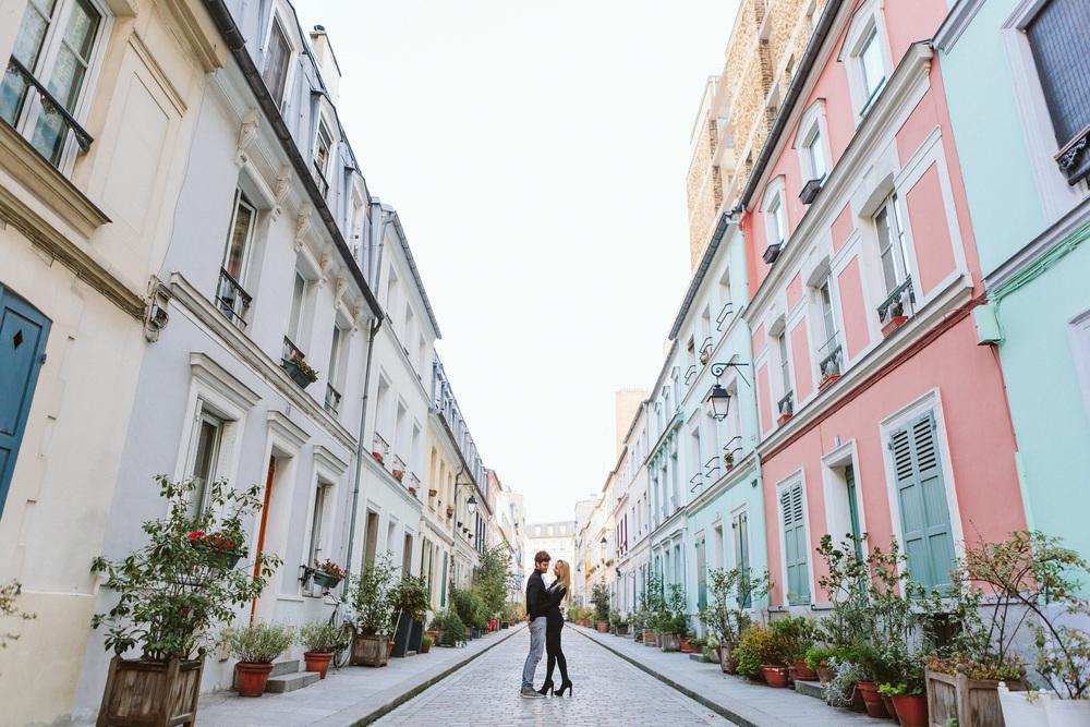 Paris Photographer Lovestory rue cremieux Paris Photographer rue cremieux love story street