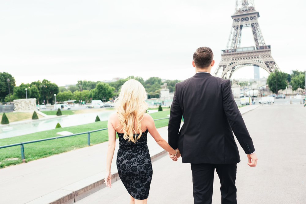 Paris Photographer engagement eiffel tower trocadero