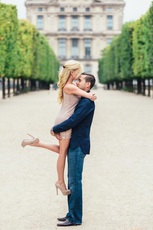 Paris Photographer engagement tuileries louvre