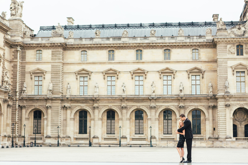 paris Photographer louvre engagement lovestory