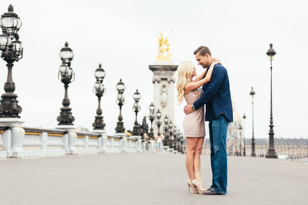 Paris photographer engagement Pont Alexandre III