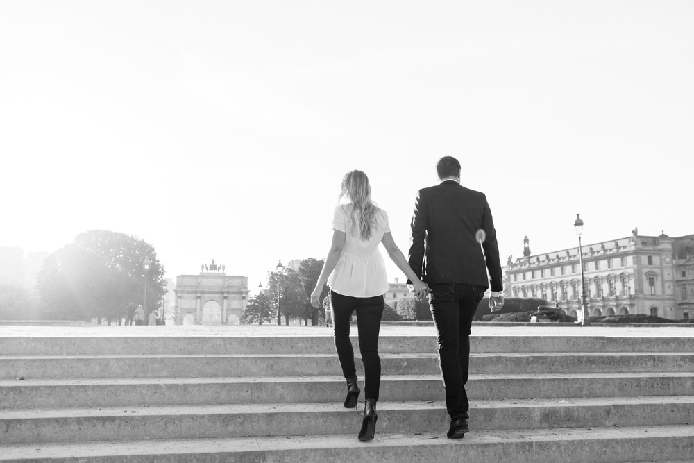 photographer in paris engagement Louvre Tuileries