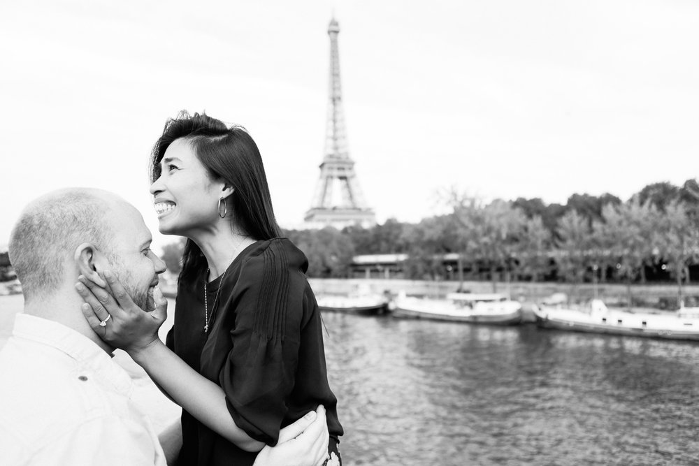 photographer in paris surprise proposal eiffel tower bir hakeim