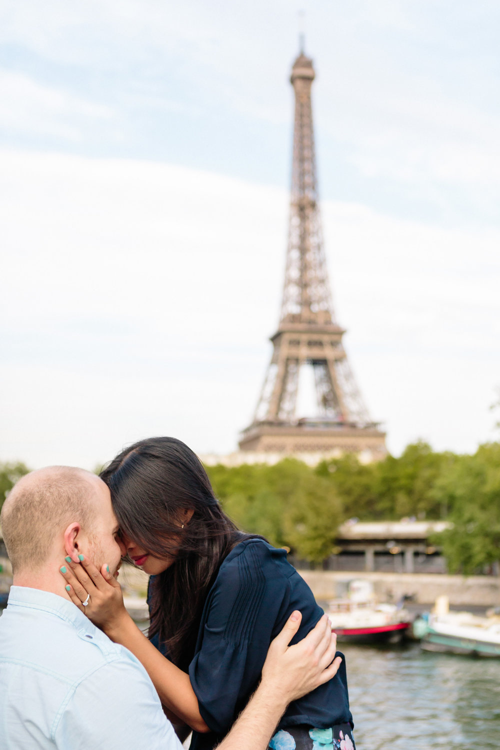 photographer in paris surprise proposal engagement eiffel tower bir hakeim