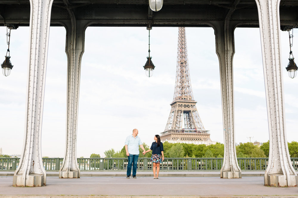 photographer in paris surprise proposal eiffel tower lovestory bir hakeim