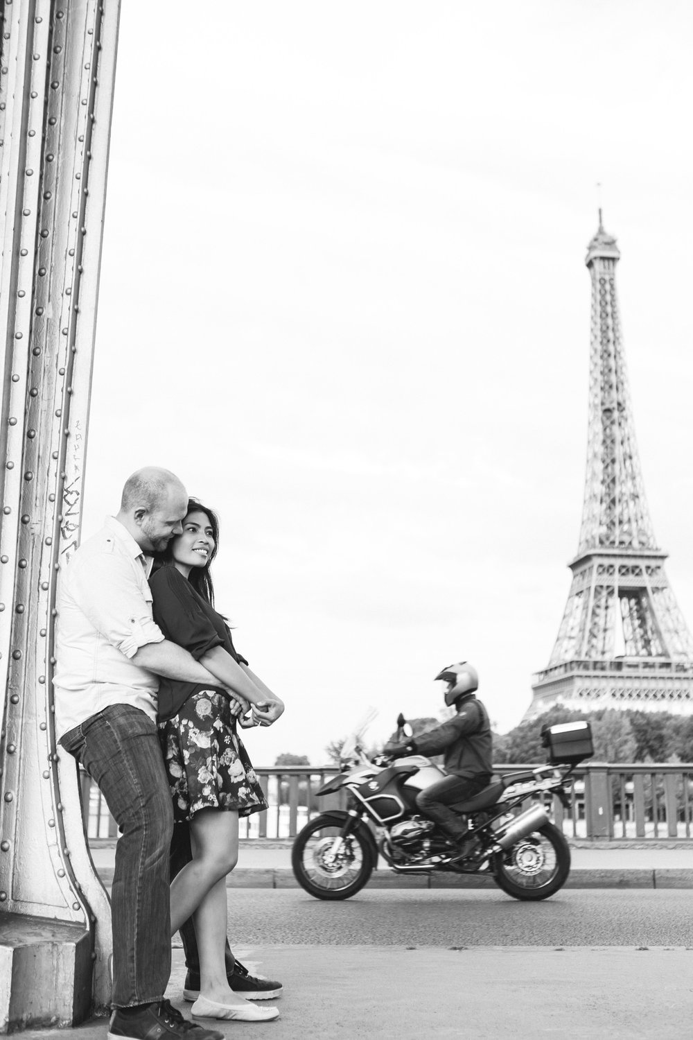 paris photographer engagement surprise proposal eiffel tower bir hakeim