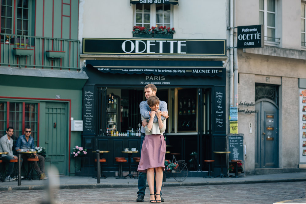 paris photographer honeymoon couple session portrait by odette cafe at saint germain
