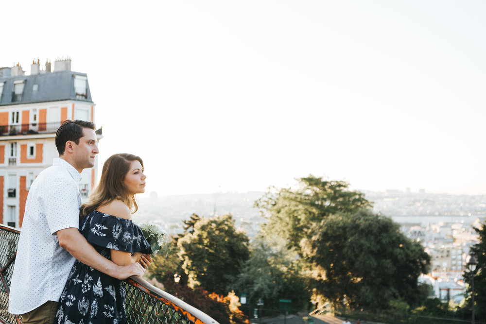 paris photographer anniversary couple session at sunrise in montmartre