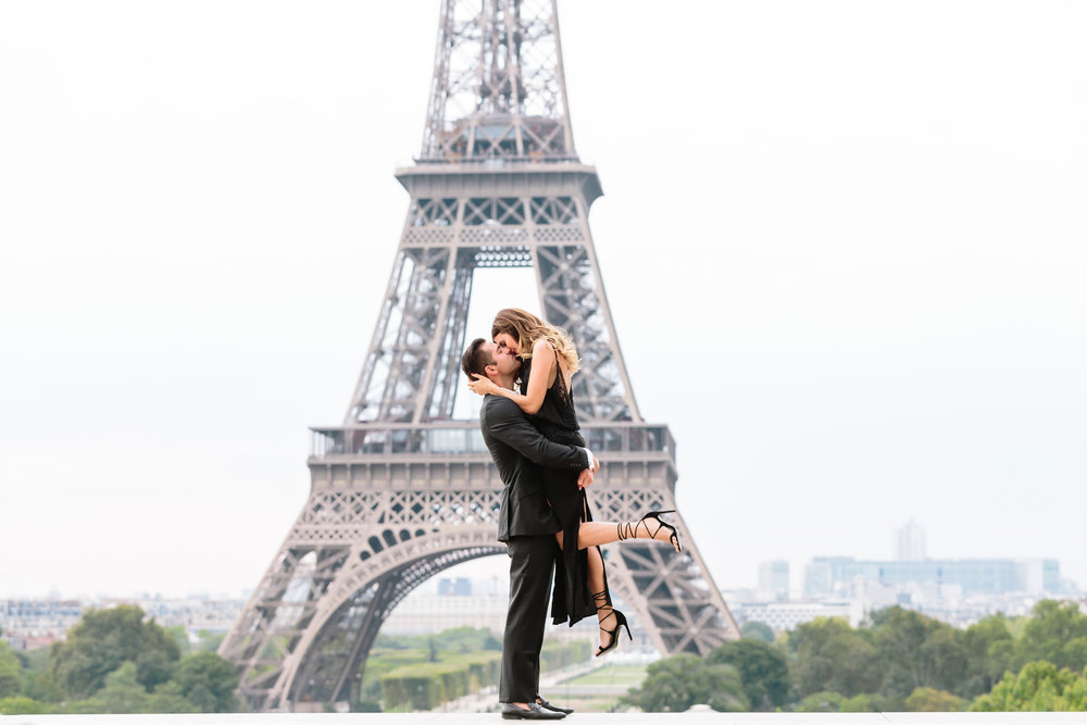 paris photographer travel love story eiffel tower trocadero kissing