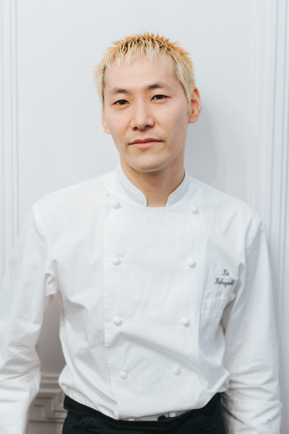 Chef Kei Kobayashi at restaurant Kei in Paris portrait by Paris Photographer Federico Guendel