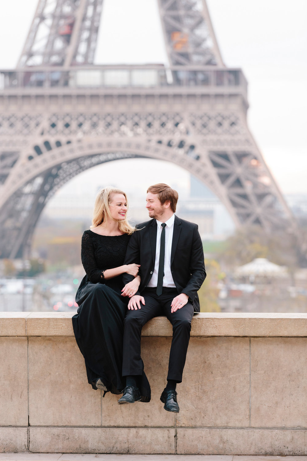 Paris Photographer Federico Guendel couple engagement session at Trocadero with the view of the Eiffel Tower