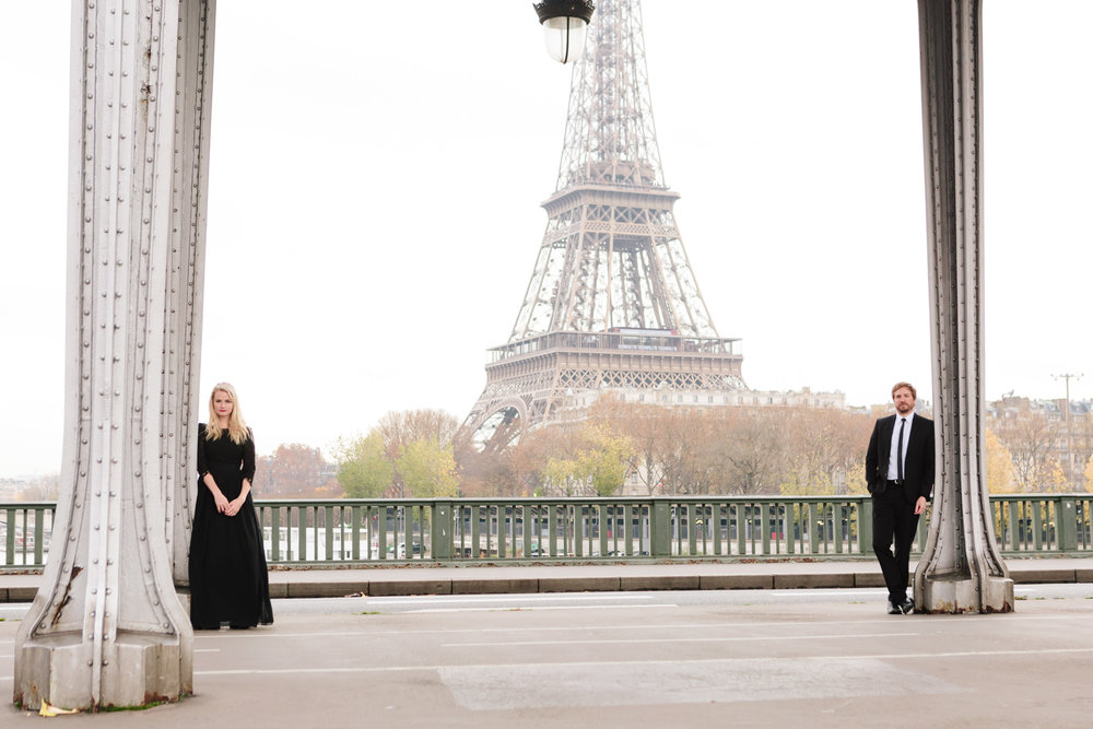 Paris Photographer Federico Guendel captured couple engagement session with the view of the Eiffel Tower at Pont Bir Hakeim