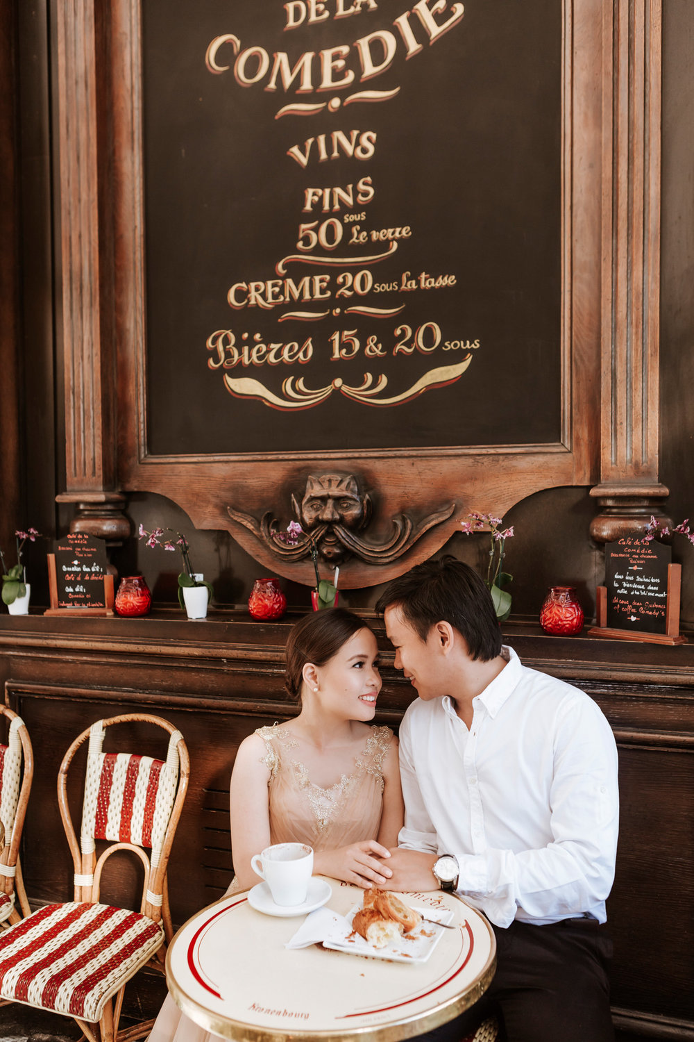 Pre-wedding couple portrait with coffee at cafe de la comedie captured by Paris Photographer Federico Guendel