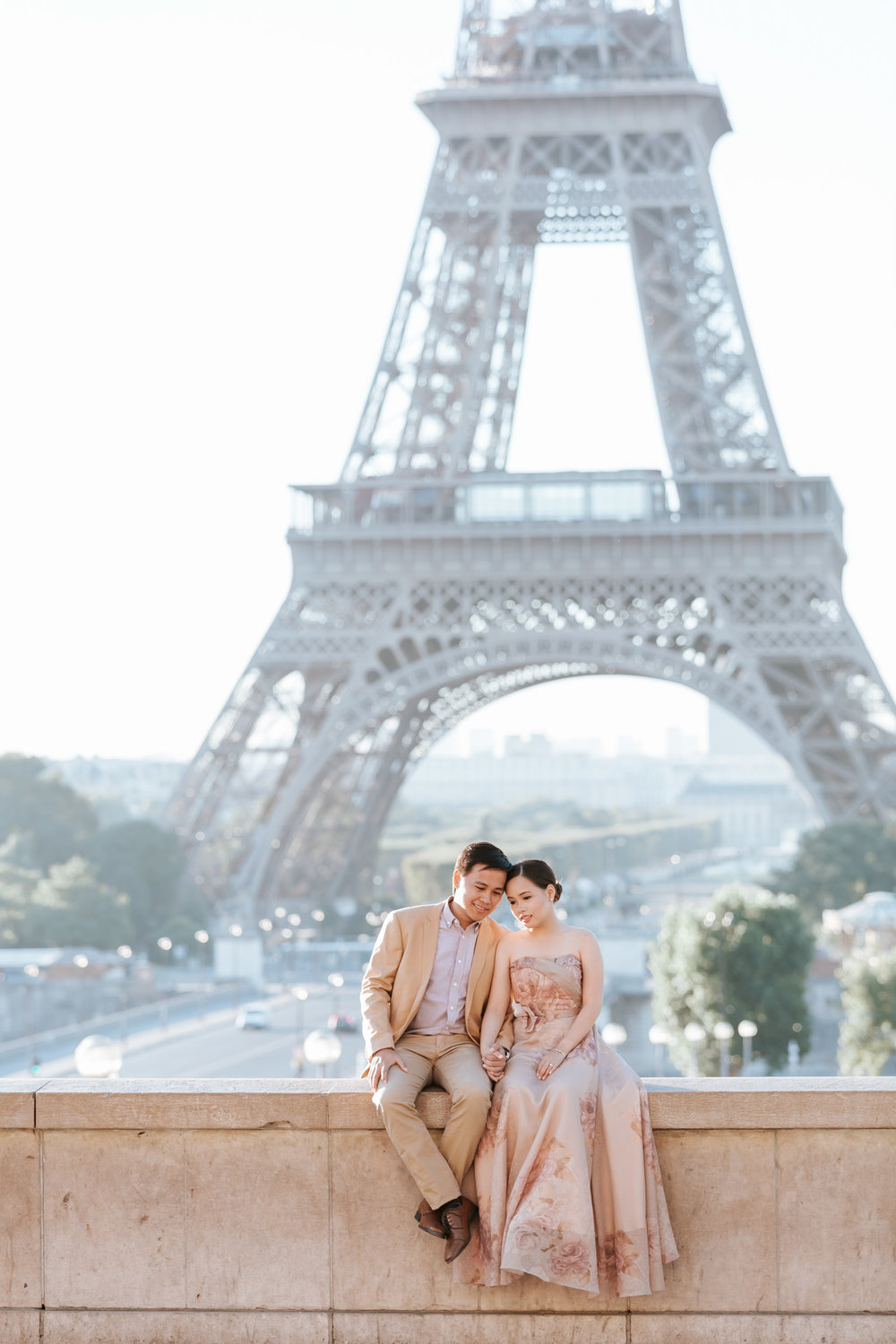 Pre-wedding couple portrait session at Trocadero by the Eiffel Tower in sunrise captured by Photographer in Paris Federico Guendel