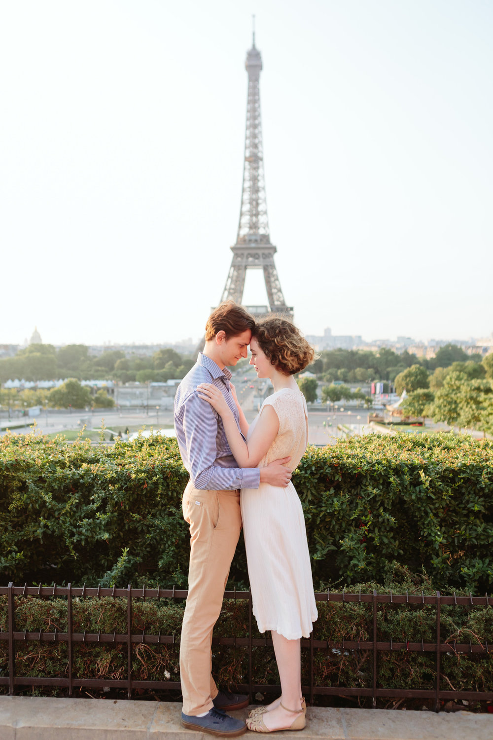 Couple in love at Trocadero by the Eiffel Tower at sunrise captured by Paris Photographer Federico Guendel IheartParisFr