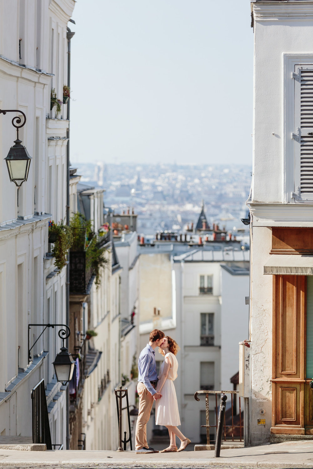 Couple in love kissing at a street in Montmartre at sunrise captured by Paris Photographer Federico Guendel IheartParisFr