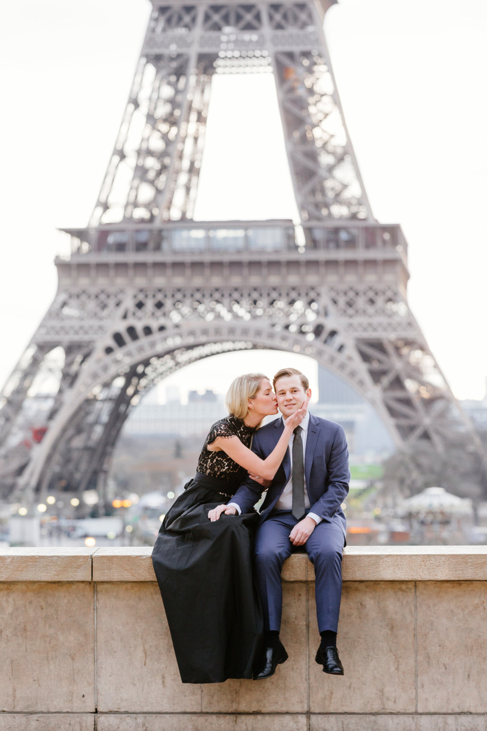 Paris vacation romantic couple portrait kissing at Trocadero with the view of Eiffel Tower captured by Paris Photographer Federico Guendel www.iheartparis.fr