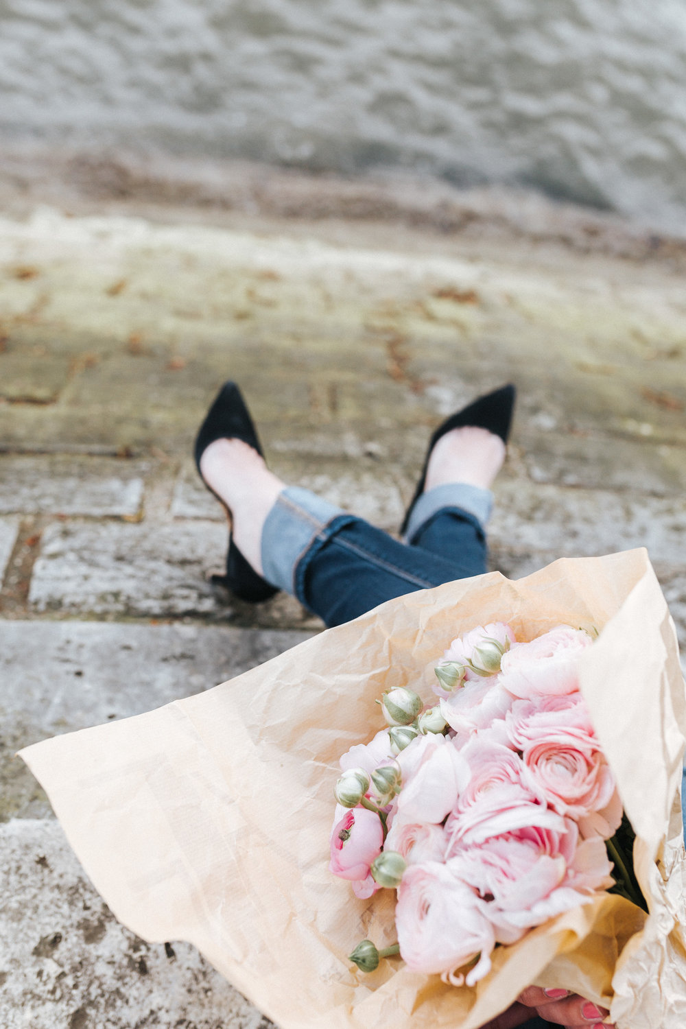 Details classic high heal shoes by the Seine river with bouquet of ranunculus captured by Paris Photographer Federico and Anastasia Guendel IheartParisFr TheFlyingPoodle