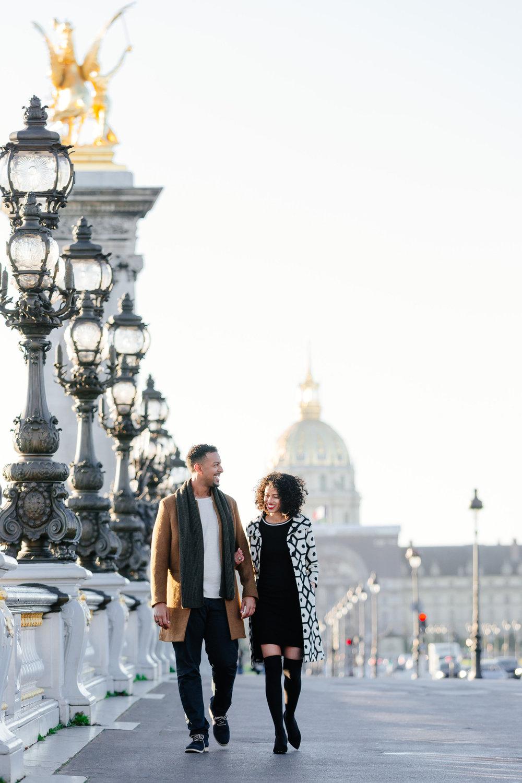 Couple session portrait at Pont Alexandre III captured by Paris Photographer Federico Guendel IheartParis www.iheartparis.fr