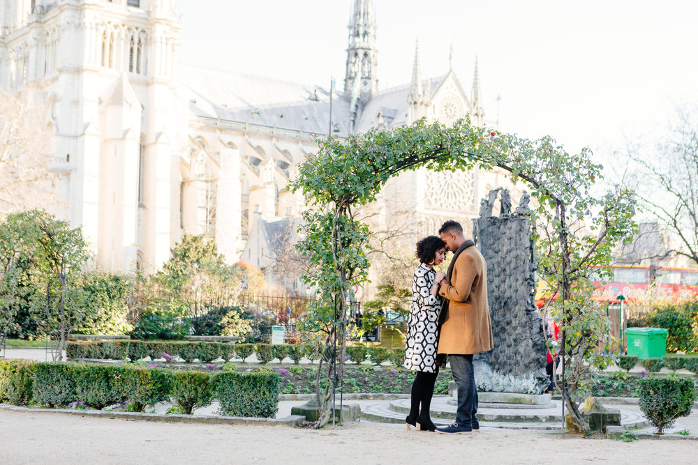 Couple session portrait by Notre Dame captured by Paris Photographer Federico Guendel IheartParis www.iheartparis.fr
