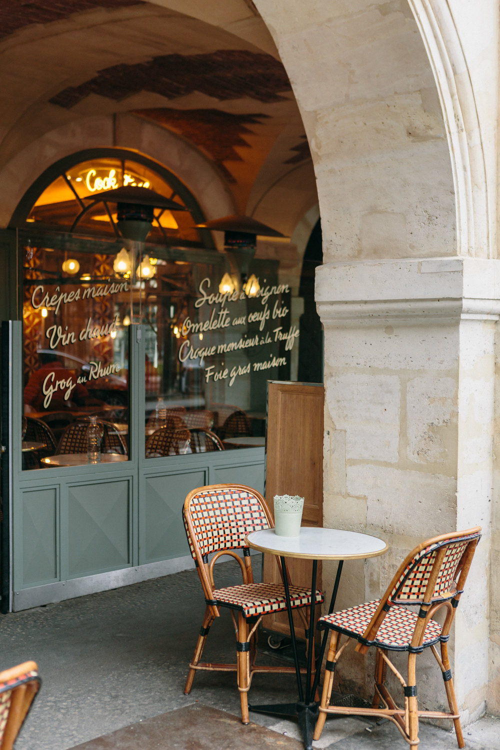 Parisian cafe captured by Paris Photographer Federico Guendel IheartParis www.iheartparis.fr