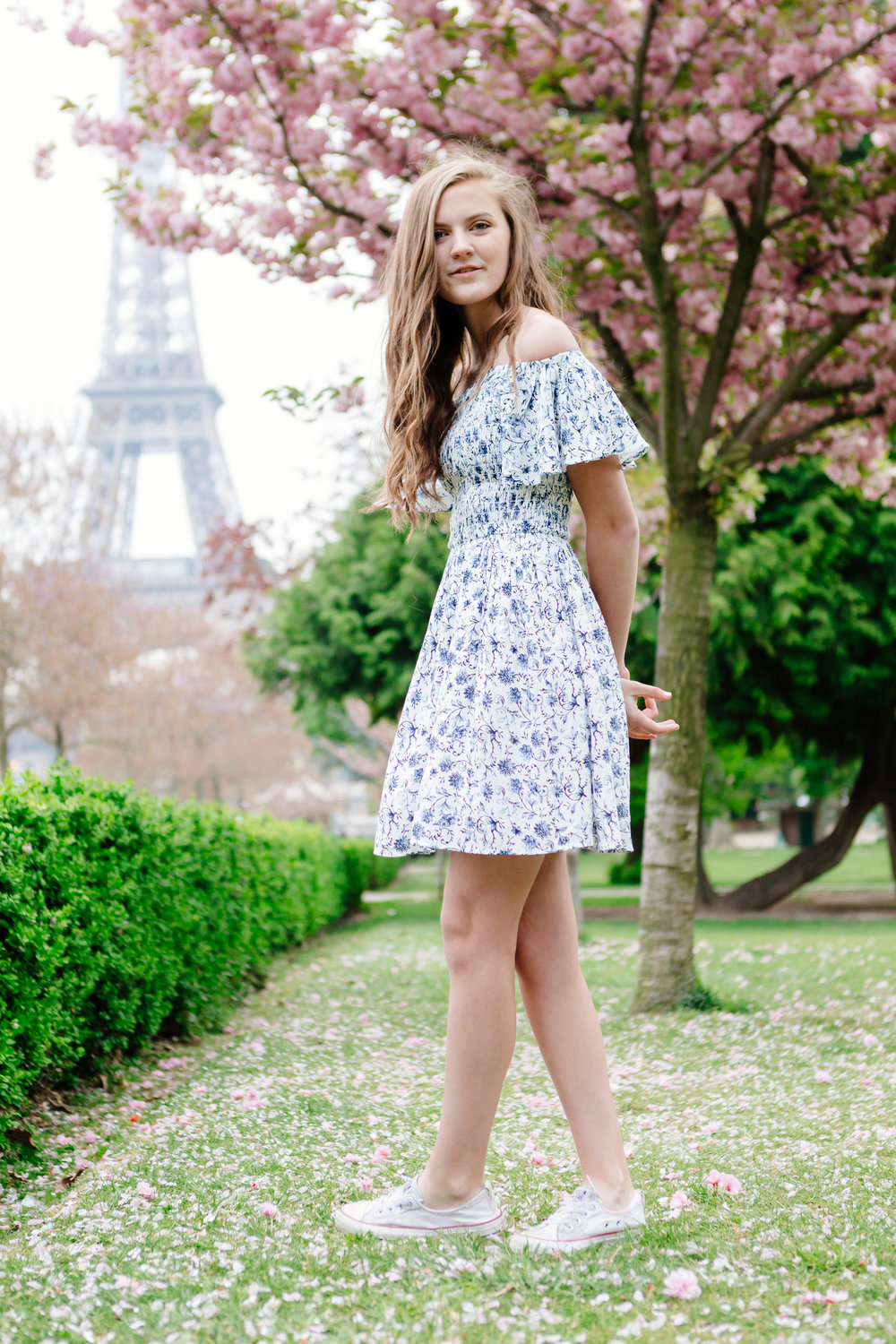 Sweet sixteen in cherry blossoms girl portrait at Trocadero and the Eiffel Tower by Paris Photographer Federico Guendel IheartParisfr