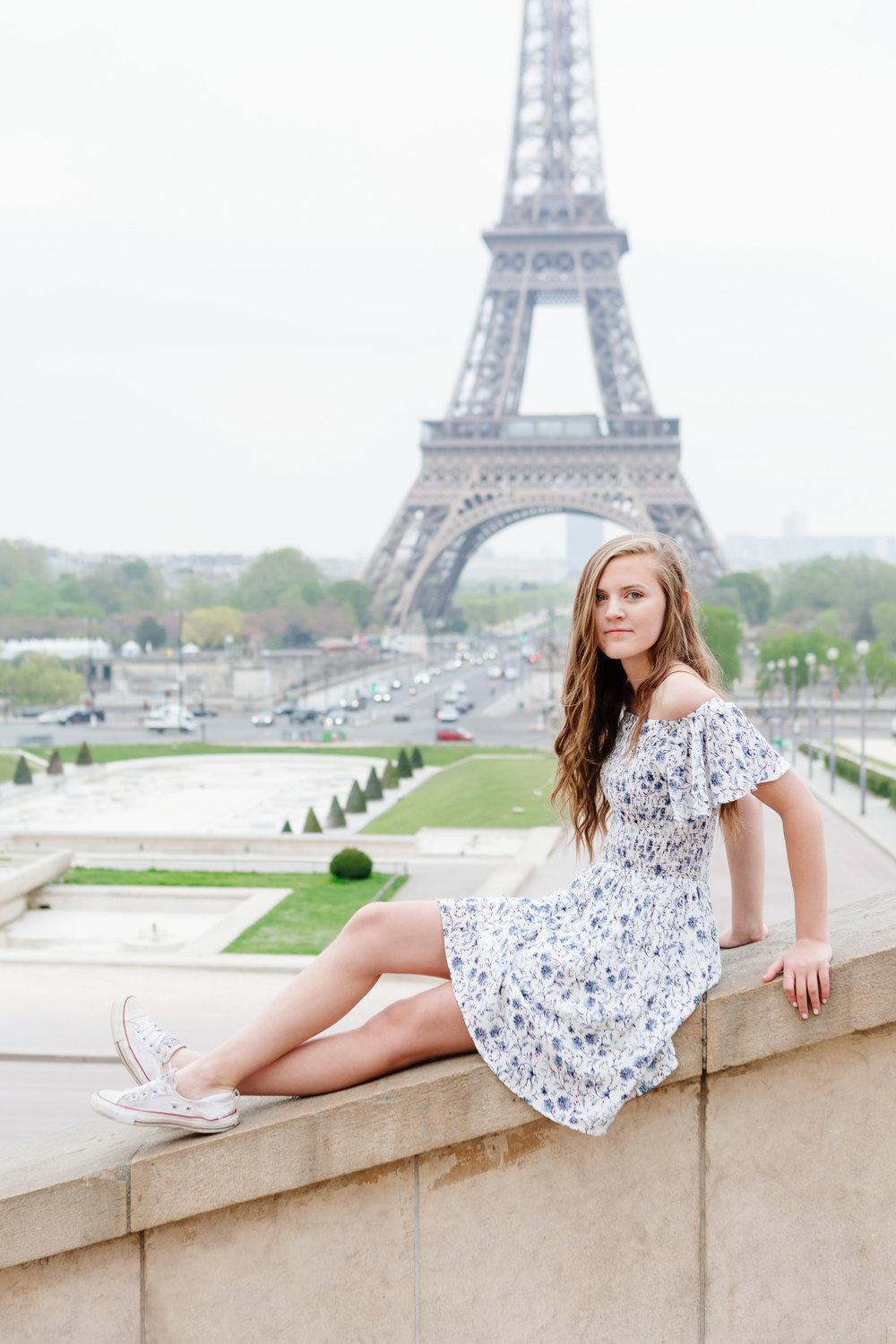 Sweet sixteen quinceanera senior portrait at Trocadero and the Eiffel Tower by Paris Photographer Federico Guendel IheartParisfr