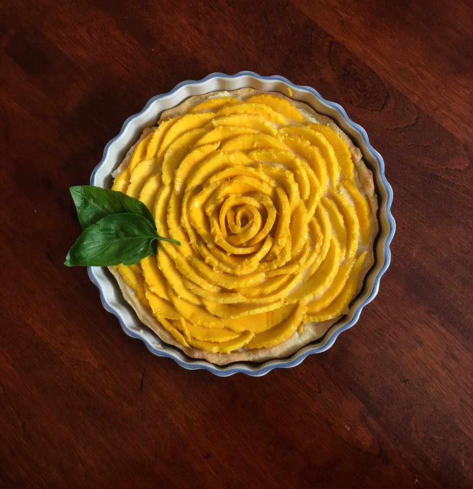Vanilla Bean Mascarpone Tart with Fresh Mango  🍴