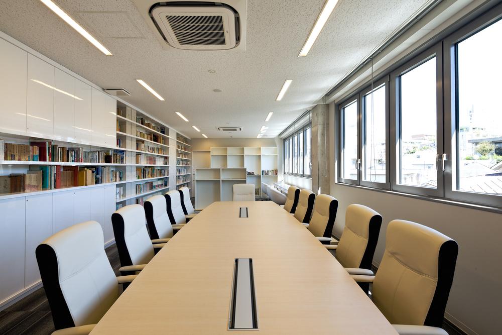 会議室-図書室.jpg