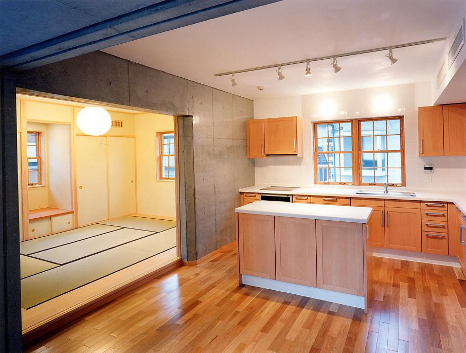 2Fキッチンと和室.jpg
