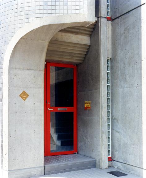 第2NZビル入口.jpg