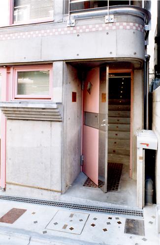 ロザリアビル入口.jpg