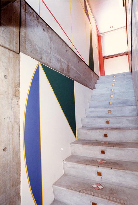 ロザリアビル階段.jpg