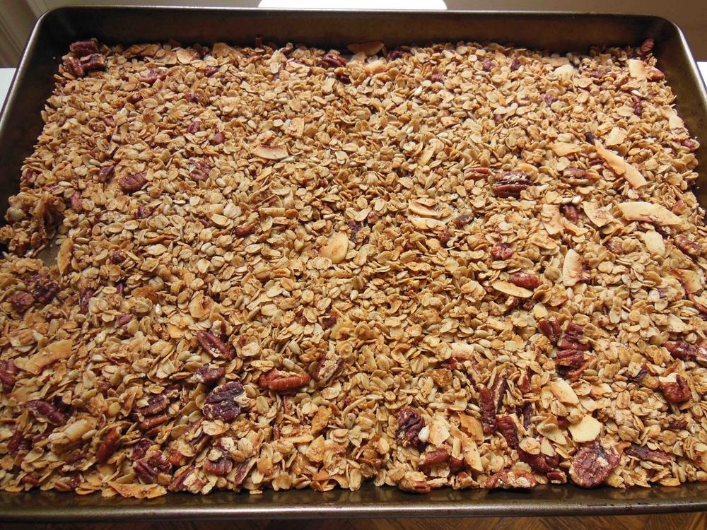 Maple syrup, cinnamon & cardamom = cinnamon bun flavor. Yum!