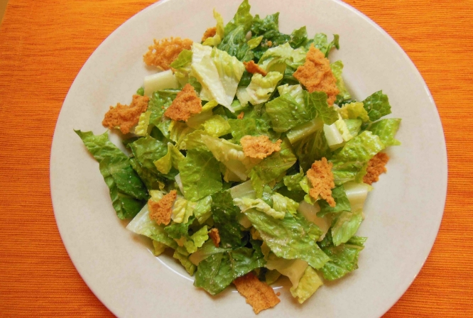 Low-FoDMAP caesar salad with parmesan frico