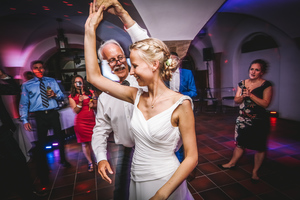 Hochzeit-Landau-Klostergut-Heilsbruck-Standesamt-Hochzeitsfotograf-Mannheimhttp://www.shotbyflo.com/hochzeiten/hochzeitsfotograf/mannheim/#/amelie-mike-hochzeit-kloster-heilsbruck-landau/