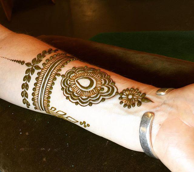 My favorite place to put henna... #makearteveryday #hennapro #heartfirehenna #hennalove #magiciseasy #makemagiceveryday