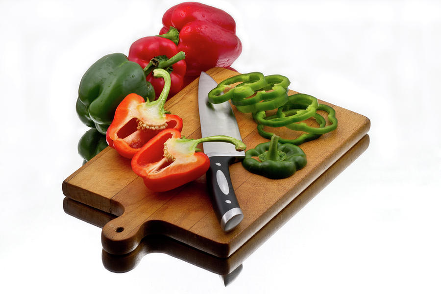 bell-peppers-and-knife-on-cutting-board-gert-lavsen