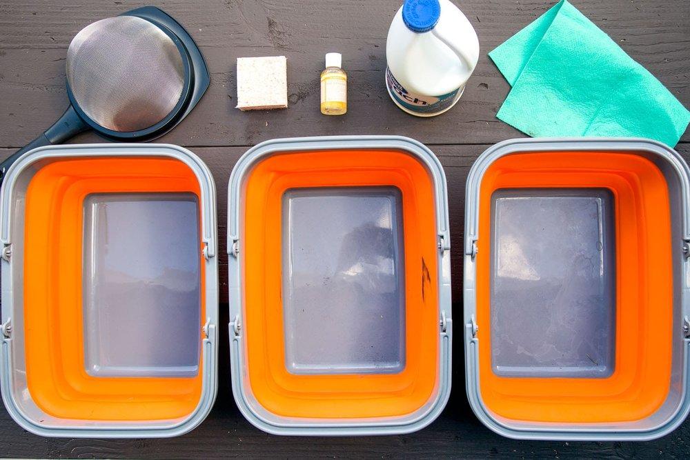 Camp-style dishwashing system. Photo credit: https://www.freshoffthegrid.com