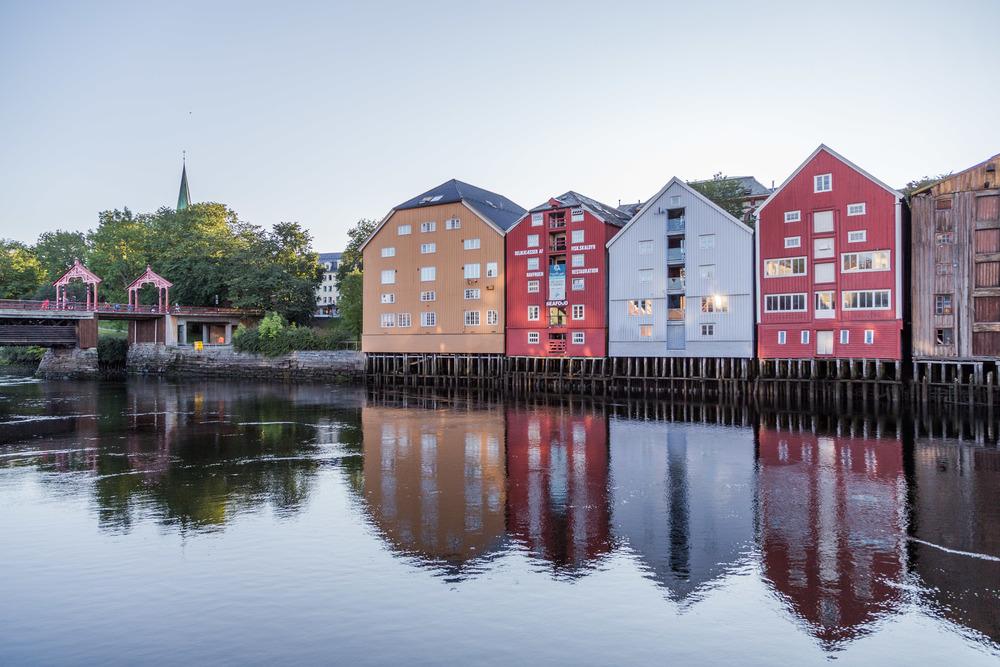 Man har ikke vært i Trondheim om man ikke har gått over Gamle Bybro og sett de vakre trebryggene langs Nidelven.