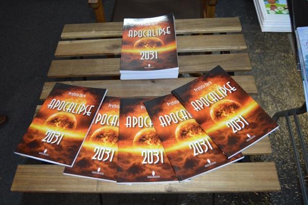 fotografia4-15-10-2016-sessão-divulgacao-autografos-apocalipse2031.JPG