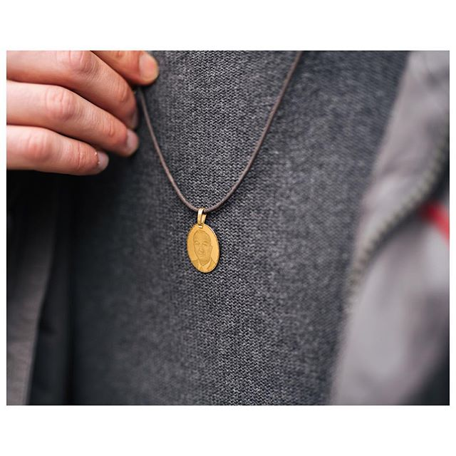 Detail shot of Tiberio's necklace which is a beautiful tribute to his grandfather. Hope you all have a great long weekend with plenty of chocolate 🐥  #necklace #details #thewelllovedwardrobe #irishblogger #styleblog