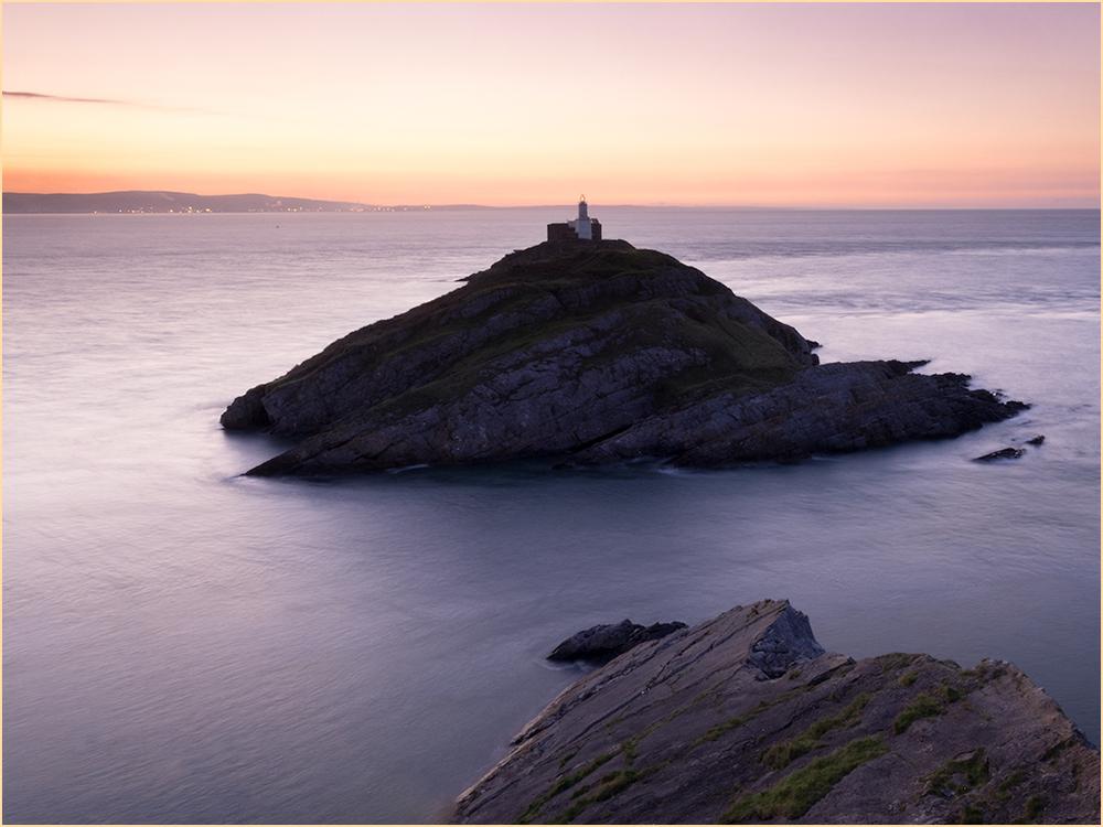 mumbles-lighthouse-at-dawn-2.jpg
